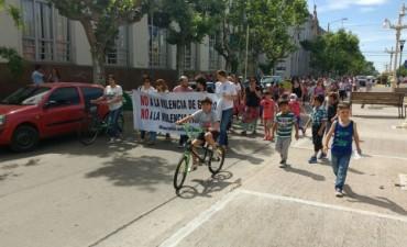 DÍA INTERNACIONAL DE LA NO VIOLENCIA CONTRA LAS MUJERES: Se llevó a cabo una caminata con distintas instituciones de Bolívar