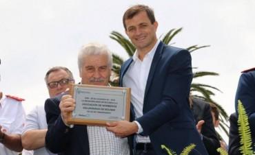 60° Aniversario de Bomberos: El intendente Bucca entregó una placa y un aporte económico a los Bomberos
