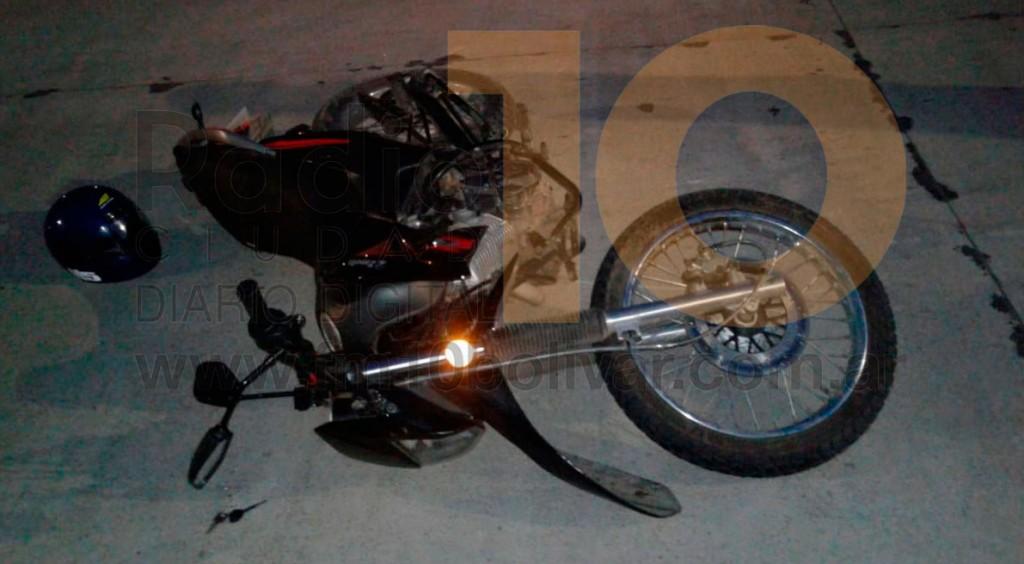 Dos motociclistas debieron ser hospitalizados luego de impactar con un perro