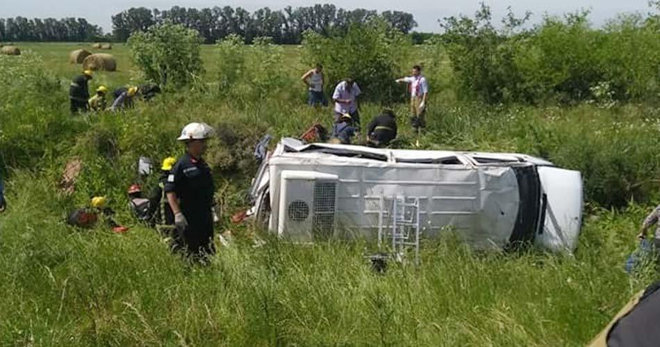 Cañuelas: Volcó una combi con personal del Hospital Regional; tres muertos