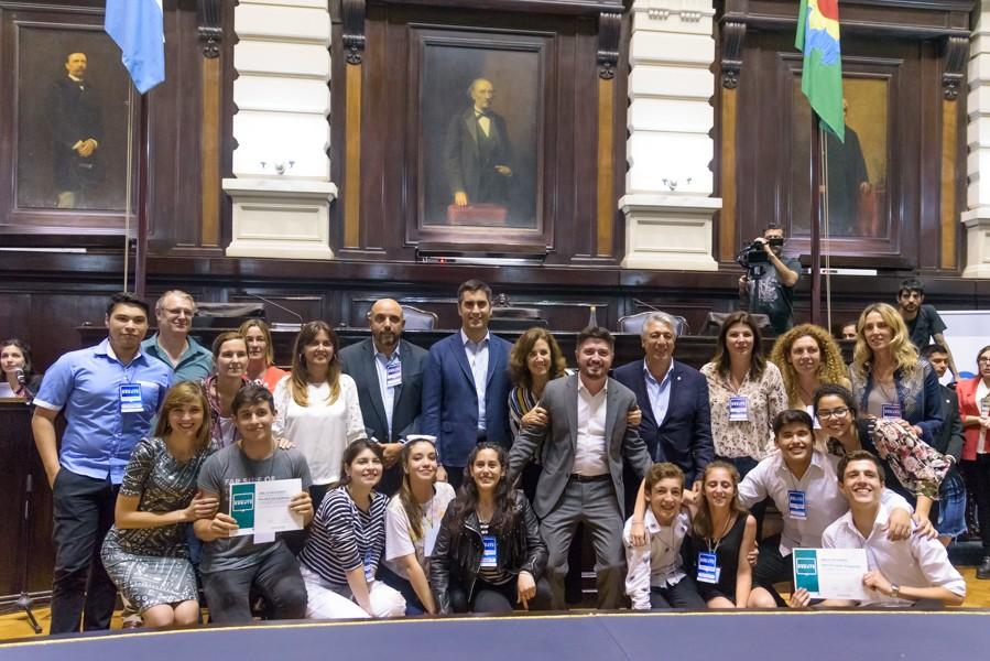 """Alumnos de Bolívar participaron de la instancia final de """"Buenos Aires Debate"""""""