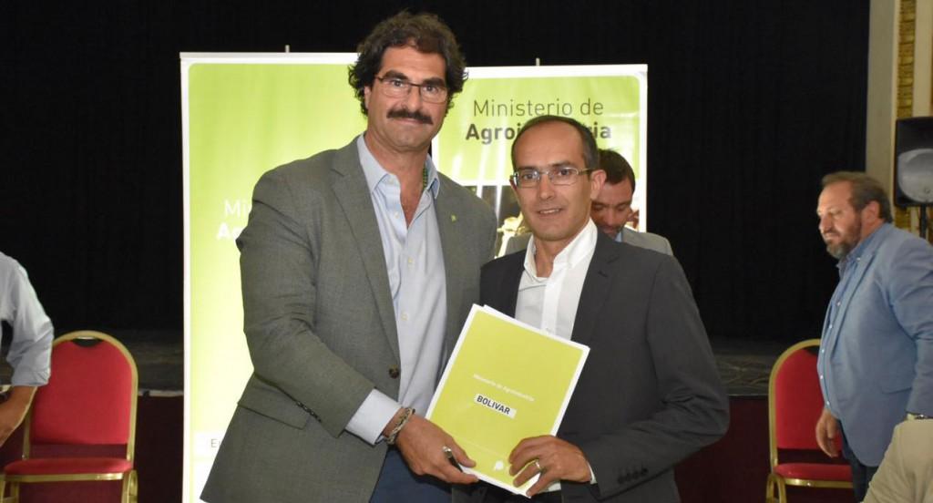 Pisano firmó la adhesión al DUT autogestionado