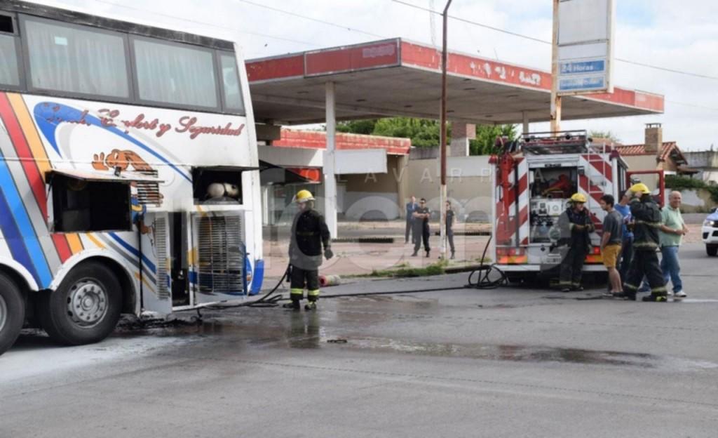Olavarría: Se prendió fuego un colectivo de larga distancia en pleno viaje