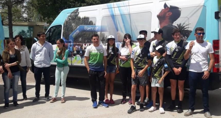 Se entregaron dos unidades de transporte para las escuelas municipales