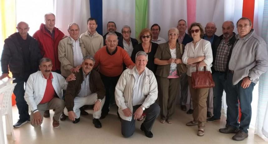 La promoción 68 del Colegio Cervantes se junto para celebrar los 50 años desde su egreso