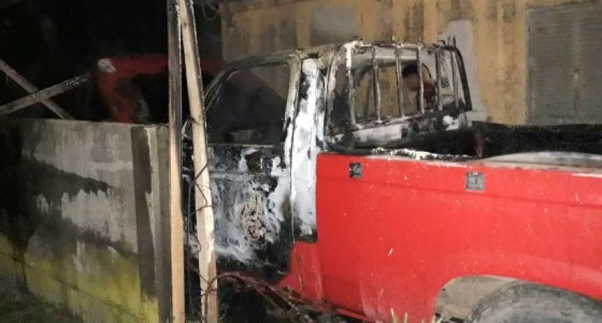 Se incendió una camioneta en barrio Latino