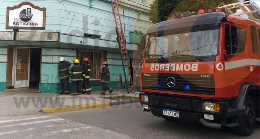 Principio de incendio en Rotisería Don Emilio de Ignacio Rivas y Almirante Brown
