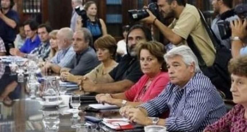 Los gremios docentes volvieron a rechazar la oferta salarial del gobierno bonaerense