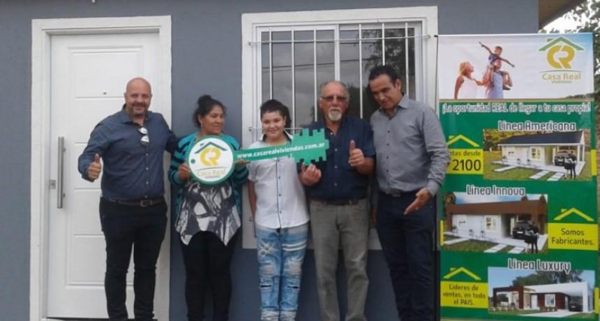 Casa Real Viviendas realizó la entrega la primer llave en Barrio El Recuerdo