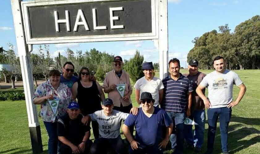 El Radio Club Bolívar realizó la activación de la estación ferroviaria inactiva de Hale