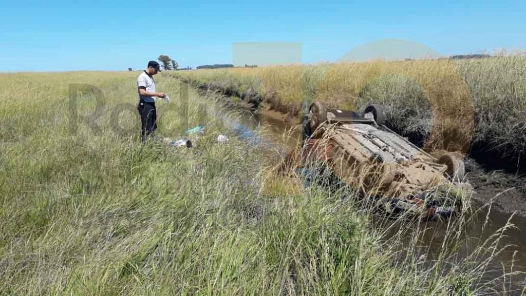 Despiste y vuelco en Ruta 205; una familia oriunda de Ensenada fue derivada al hospital local