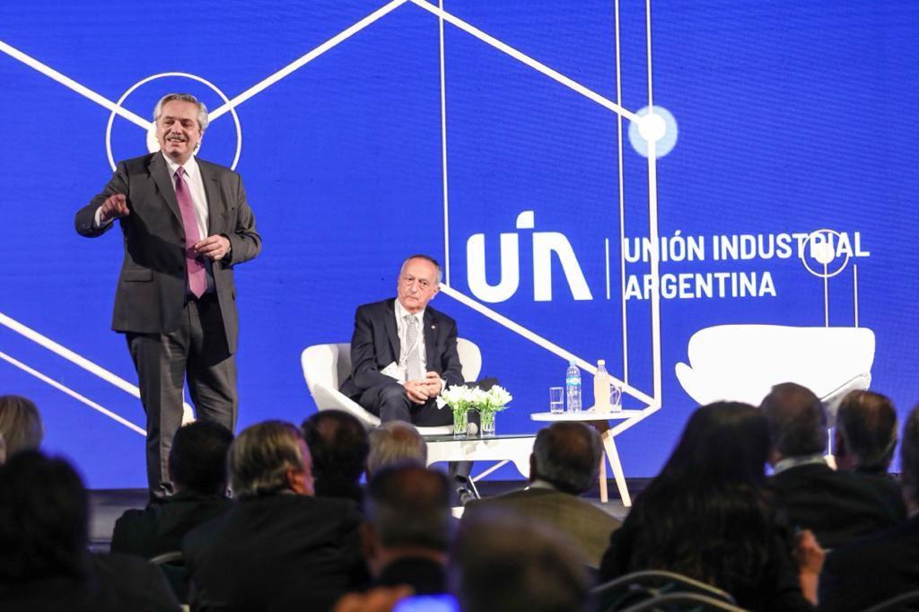 Alberto Fernández en la UIA: 'No vamos a premiar a los que especulan, vamos a ayudar a los que producen'
