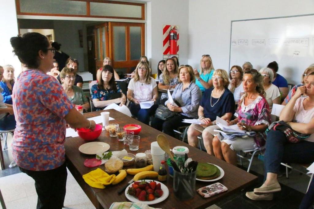 La Municipalidad brindó un taller de cocina navideña saludable