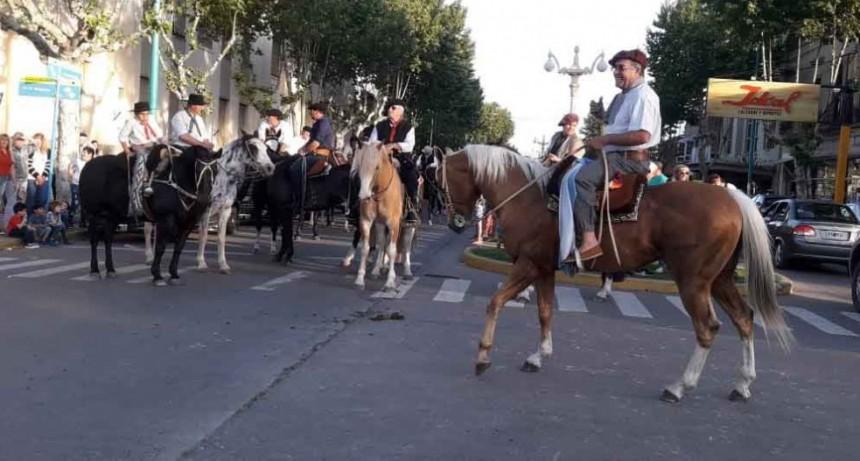 La Municipalidad junto a instituciones locales celebró el Día de la Tradición