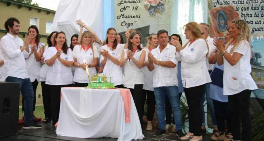 El intendente Pisano participó del acto por el centenario de la Escuela N°18