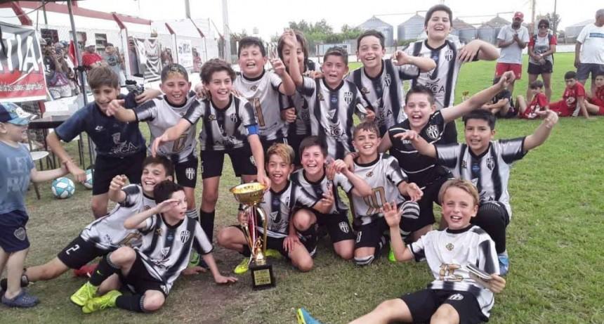 Alumni de Azul campeón de la 8º edición del mundialito organizado por Club Empleados