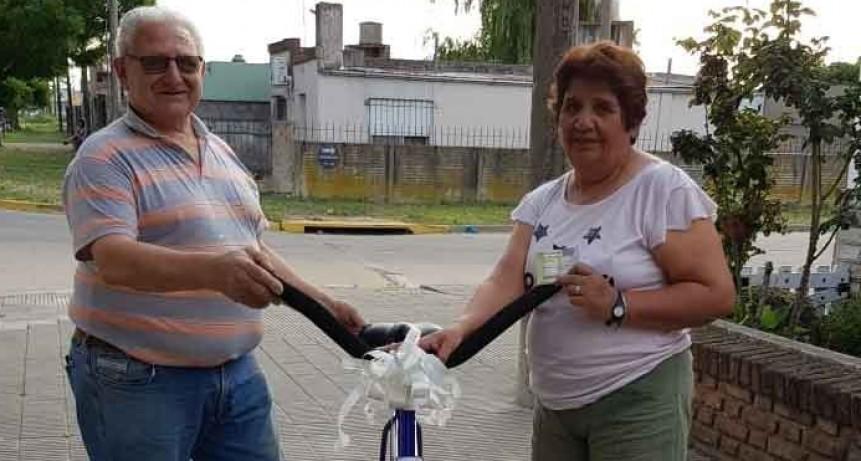 Se hizo entrega de la bicicleta que sorteaba la Escuela N.º 18