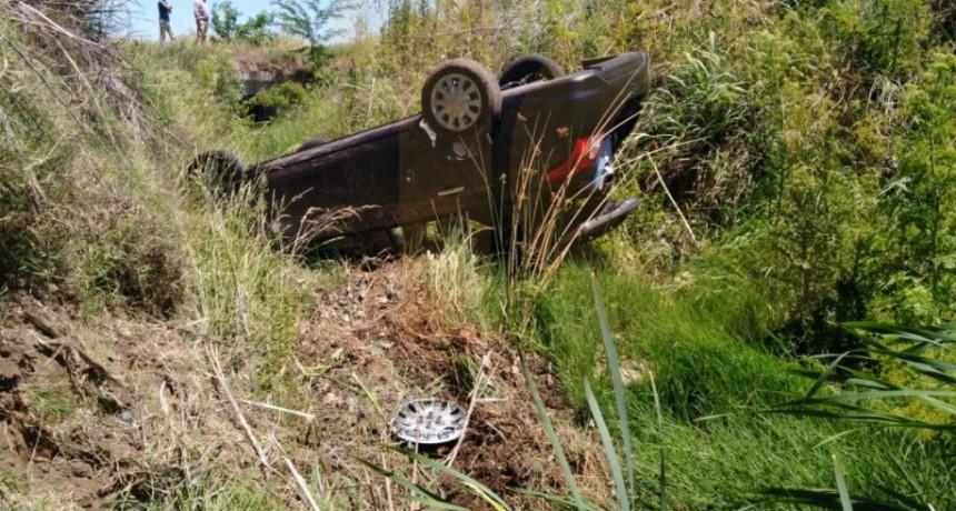 Un hombre debió ser hospitalizado tras un vuelco en Ruta 65 a la altura de la bajada de Miramar