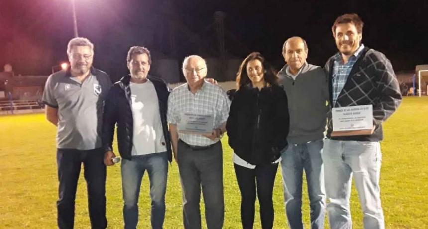 Con un emotivo reconocimiento a Sarrat y Guinea comenzó el Torneo de los Barrios