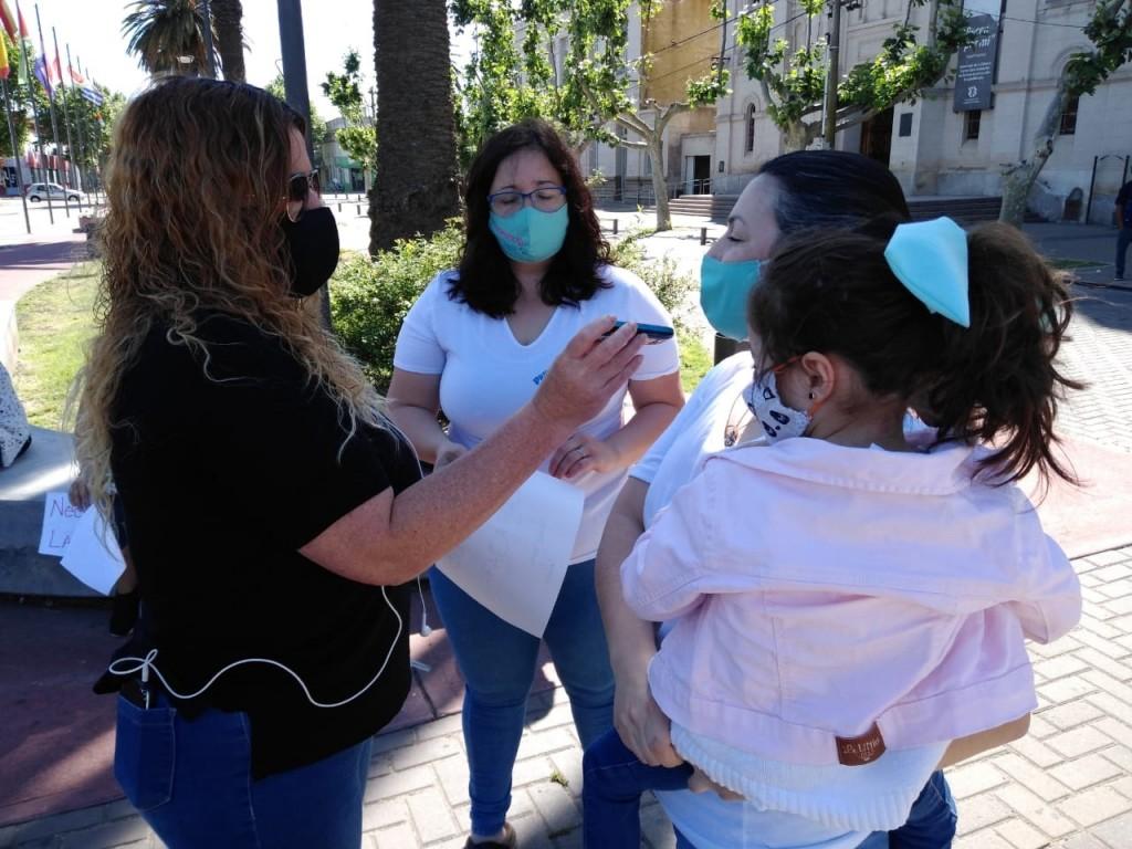 La guardería 'Primeros Pasos' marchó en el Centro Cívico reclamando su reapertura bajo estricto protocolo