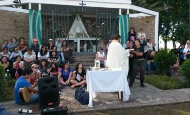 Más de 400 personas hicieron la peregrinación al Monte de los Recuerdos