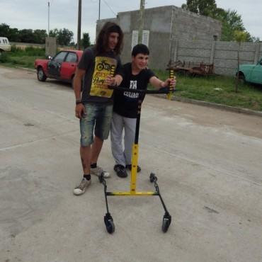 Un alumno de la ENET hizo un caminador para un joven en rehabilitación