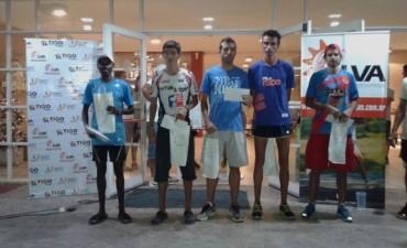 Atletismo en Bolívar: Pegó y se arrepintió