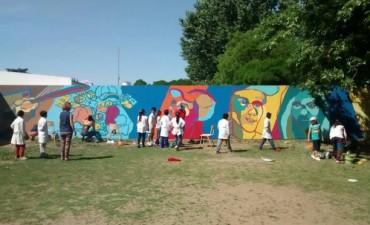 Comisión Provincial para la Memoria: Se pintó un mural en la Escuela Secundaria Nº5 para denunciar la violencia policial