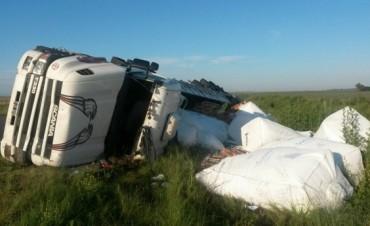 Vuelco sin consecuencias en Ruta Provincial 65