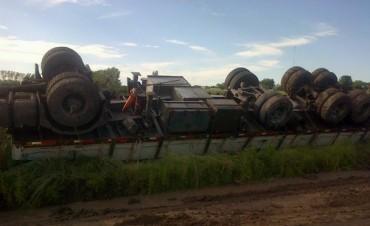 Pehuajó: Volcó un camión en ruta 226