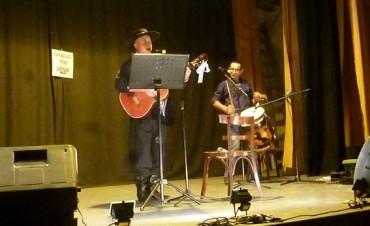 Se realizó el 'Canto Solidario en el Teatro Coliseo'