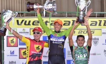 Ciclismo: Juan Pablo Dotti fue 3° en la Vuelta al Valle y cierra un año estupendo