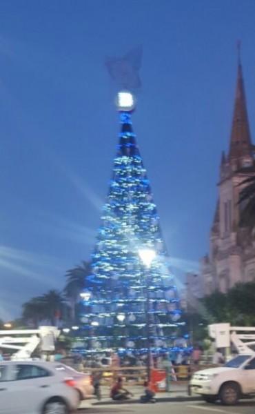 Reconstrucción del Árbol de Navidad: 'Que no mezclen la política con las fiestas'
