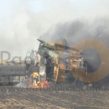 Fue este sábado: Pérdidas totales en el incendio de una  máquina cosechadora
