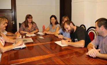 El municipio entregó aportes económicos a alumnos e instituciones de Bolívar