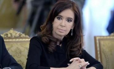 Procesan y embargan a Cristina Fernández