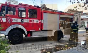 Bomberos Voluntarios: Asistieron la ruptura del caño de agua, un auto encajado y 6 incendios