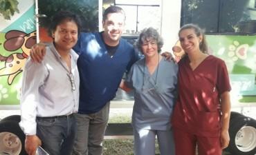 El quirófano móvil de Zoonosis estuvo presente esta mañana en el Centro Cívico.