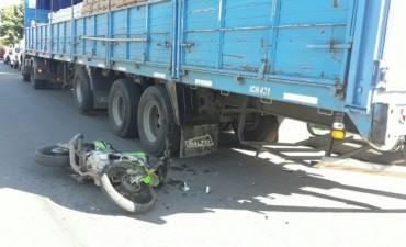 Accidente en Avenida San Martín: Un motociclista impactó contra un camión estacionado