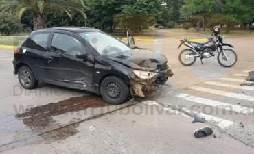 Grave accidente en Avenida Gral Paz y Quirno Costa: Un auto embistió a una motocicleta
