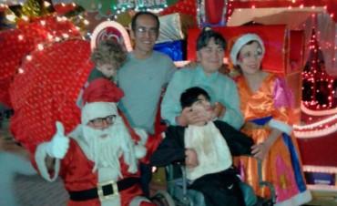Finalmente Papá Noel con su trineo, la música, los sueños y la familia se unieron en el Centro Cívico, para disfrutar junto a los niños