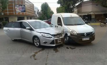 Accidente en Avenida San Martín y Balcarce: Una camioneta impactó con un auto