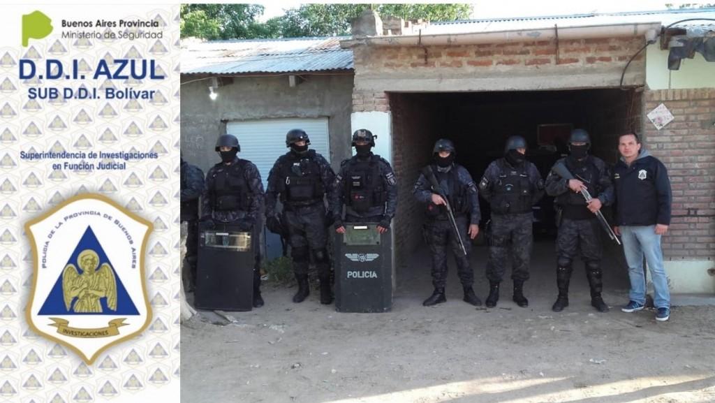 La Policía local allanó domicilios en Bahía Blanca, en busca de esclarecer el robo en el interior de dos camionetas