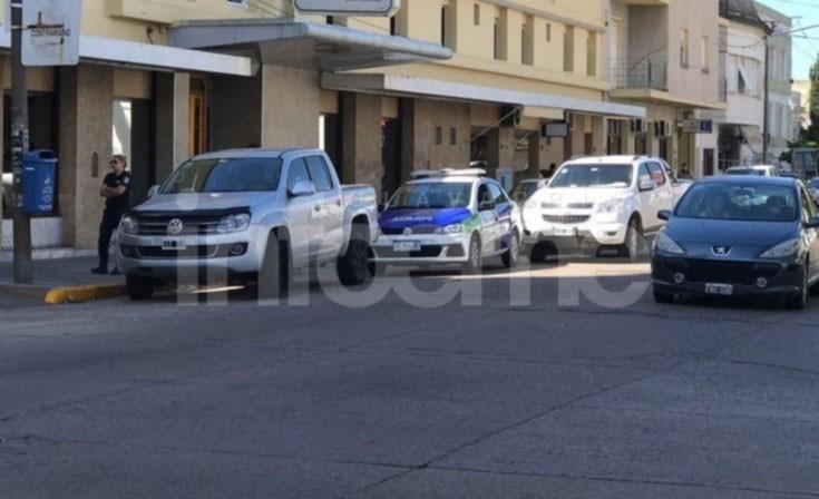 Olavarría: Roban importante suma en dólares de una camioneta estacionada en el centro