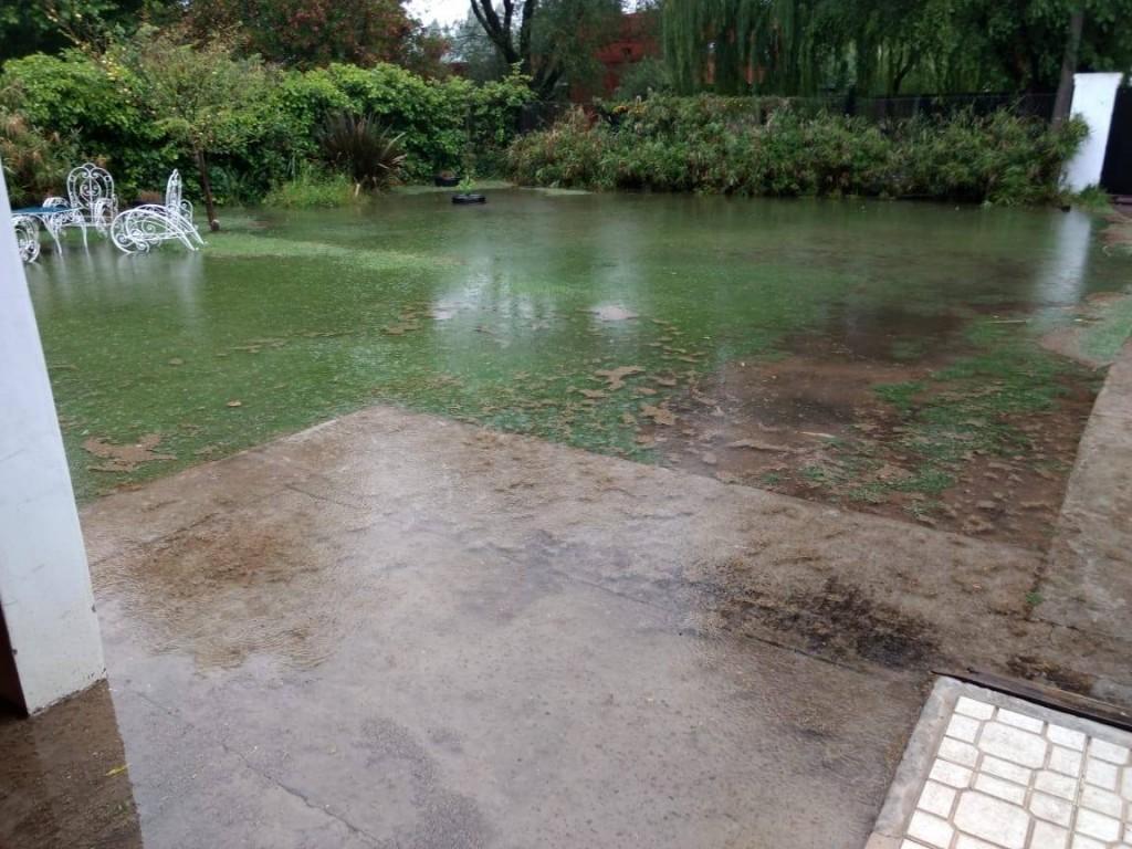 Temporal en Pehuajo: Mucha lluvia y calles inundadas en varias partes de la ciudad