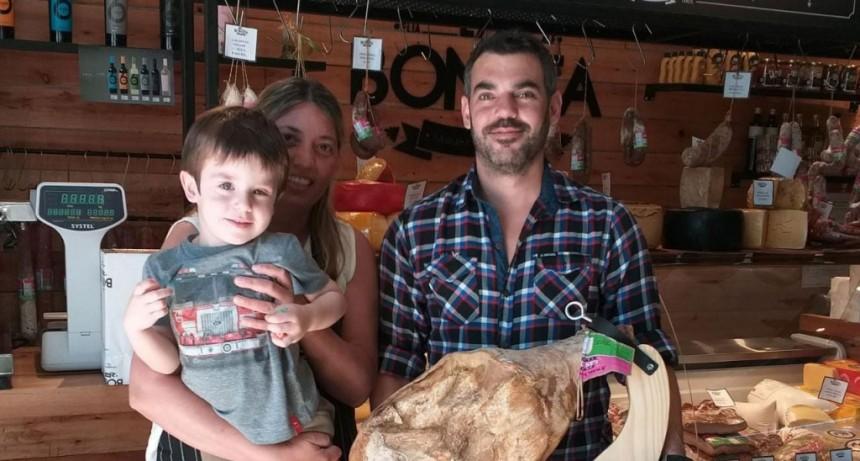 La Boneta entregó el premio del jamón en su jamonera