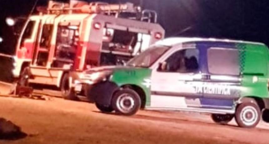 Científica trabaja en el lugar del accidente en el que murió una mujer, y además investiga causales de muerte de un joven de 21 años