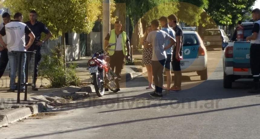 Dos motociclistas fueron derivadas al hospital local a modo preventivo después de una fuerte caída