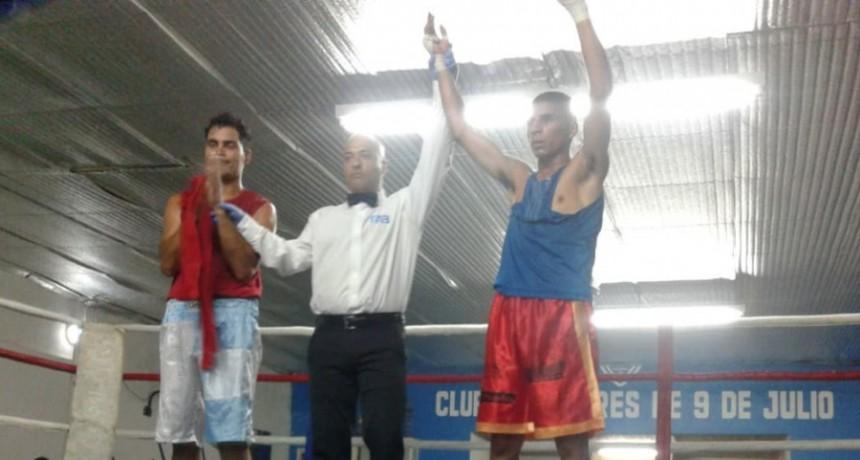 Cristian Leandro cerró el año con un gran festival boxístico en el Club 9 de Julio