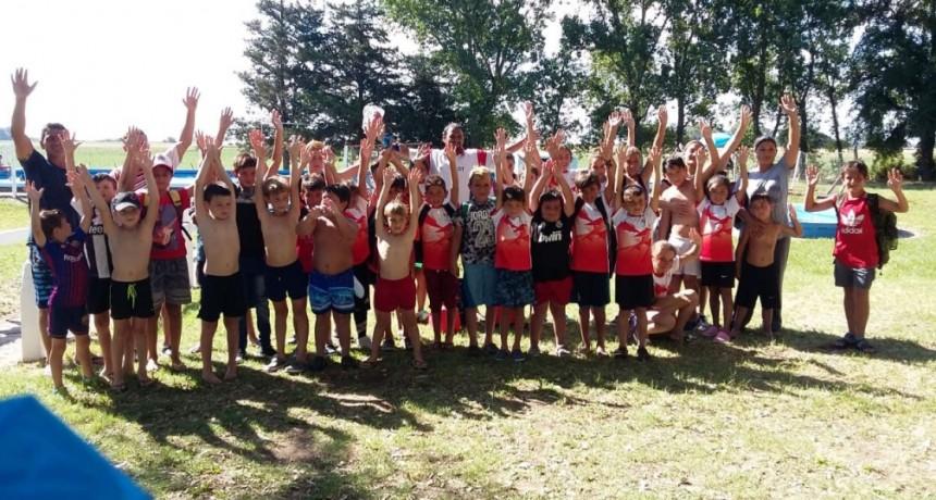 La escuelita de futbol de Club Casariego disfrutó de una jornada recreativa en el CAU